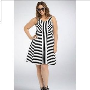 Torrid size 2 Black & White dress